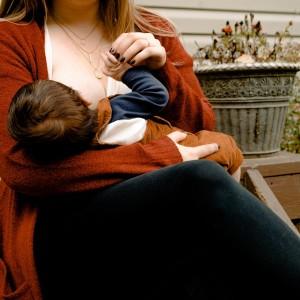 5 bewezen huis-, tuin- en keukenmiddeltjes bij borstvoedingsproblemen
