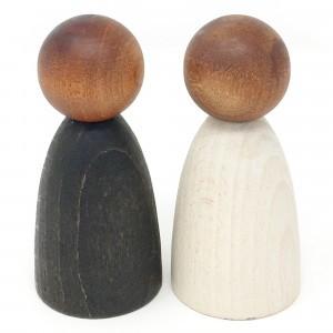 Grapat 2 volwassen nins poppetjes in donker hout